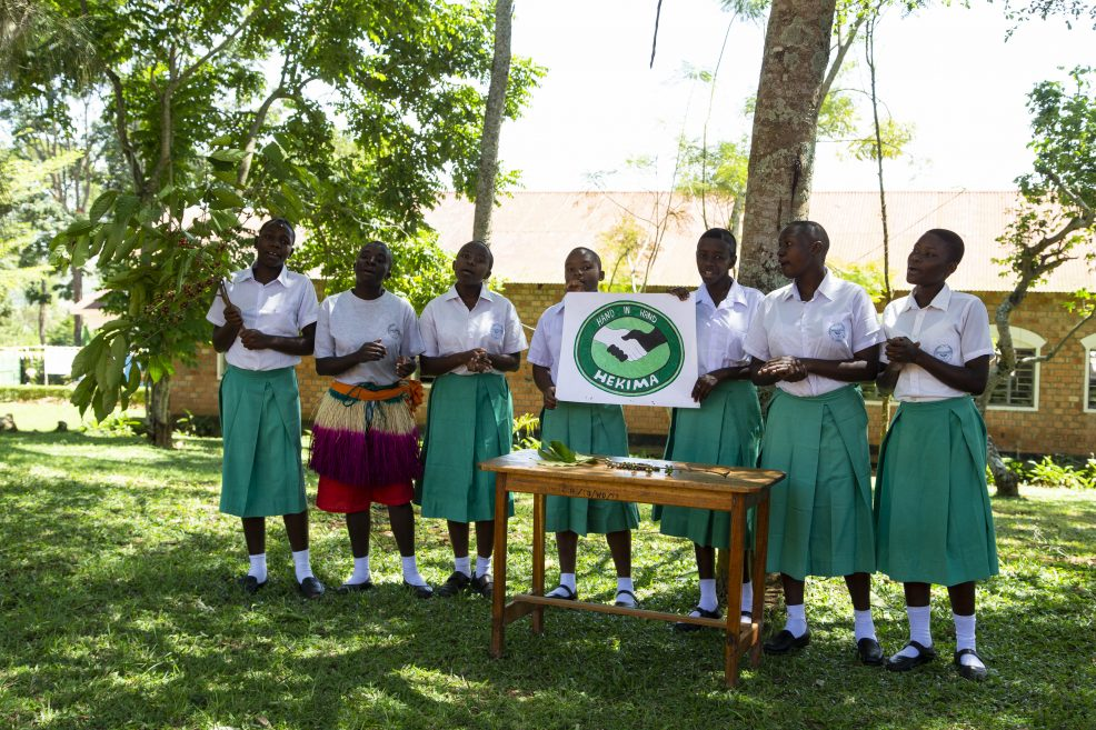 Vollcorner: Spende für Schule in Tansania