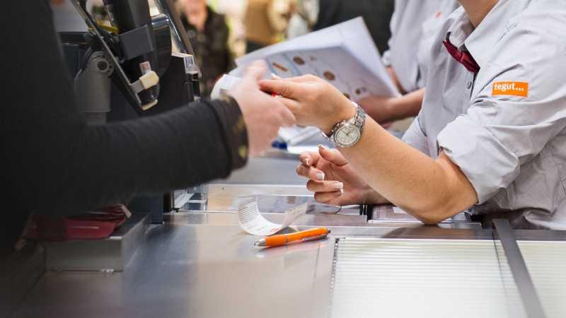 Mehrwertsteuer: Filialisten senken Preise